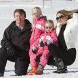 Le prince Friso et la princesse Mabel avec leurs filles lUana et Zaria à Lech am Arlberg en février 2011, un an avant l'accident.   Le prince Friso d'Orange-Nassau, dans le coma depuis février 2012 après avoir été pris dans une avalanche à Lech am Arlberg, s'est brièvement réveillé sous le regard de sa femme la princesse Mabel, en septembre 2012.