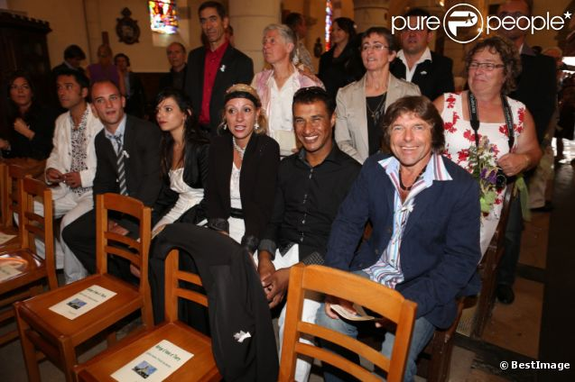 Les autres participants de L'amour est dans le pré 7, au mariage religieux de Thierry Olive et Annie en l'église de Gavray, le 14 septembre 2012
