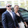 Jennifer Lopez arrive au Grand Palais pour le défilé Chanel en compagnie de son amoureux Casper Smart le 2 octobre 2012