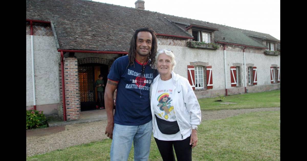 Yannick noah et sa maman marie claire lors de la for La maison de marie claire