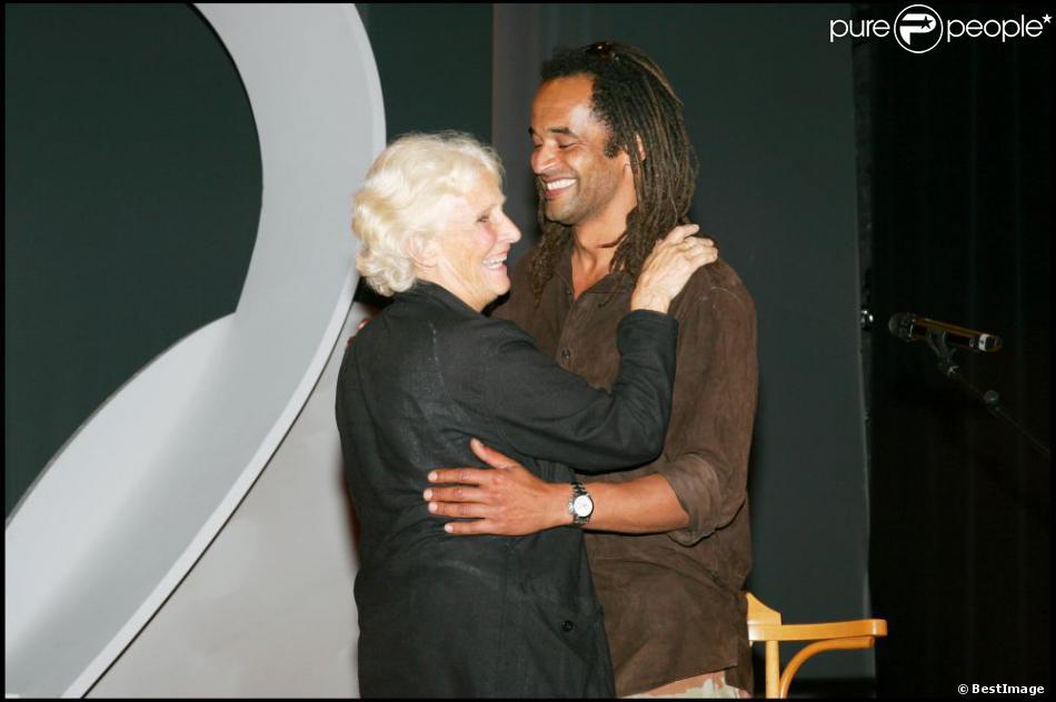 Yannick et Marie-Claire Noah lors des Prix Clarins de la Femme Dynamisante au théâtre de la comédie des Champs Elysées à Paris le 18 mai 2006
