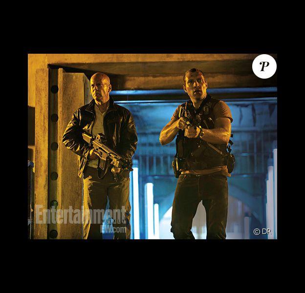Bruce Willis et Jai Courtney dans la première image père-fils du film Die hard 5 : A Good Day to Die Hard, en salles le 20 février 2013.