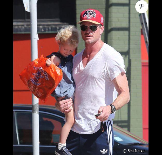 Eric Dane et sa petite Billie, à West Hollywood, le mercredi 3 octobre 2012.