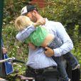 Liev Schreiber se promène en vélo à New York avec ses fils Alexander et Samuel, le jeudi 4 octobre 2012.