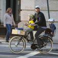 Liev Schreiber part chercher ses enfants à l'école, à New York, le lundi 1er octobre 2012.