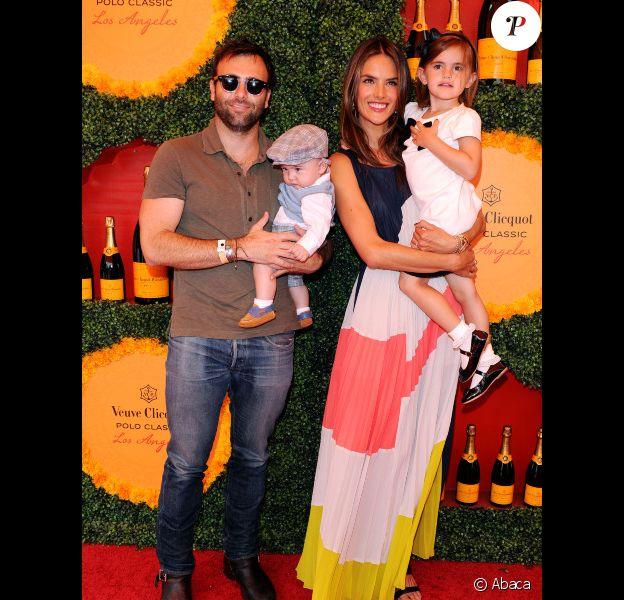 Alessandra Ambrosio en famille lors du 3e Veuve Clicquot Polo Classic annuel, à Los Angeles, le 6 octobre 2012