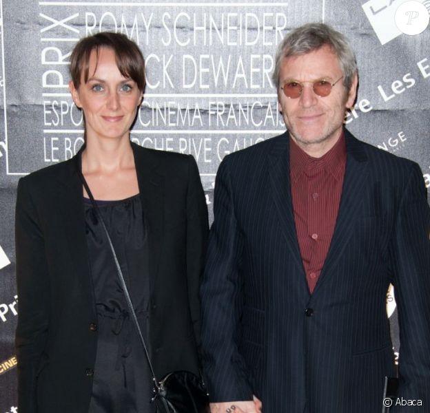 Tchéky Karyo et sa compagne le 4 avril 2011 à Paris.