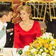 Helle Thorning-Schmidt, madame le Premier ministre du Danemark entre les princes Frederik et Joachim. Dîner d'Etat au palais de Fredensborg le 23 octobre 2012 en l'honneur de la visite présidentielle slovaque au Danemark.