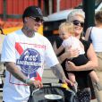 Pink et son mari Carey Hart avec leur fille Willow à New York, le 16 septembre 2012.