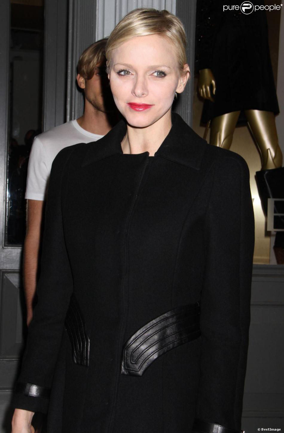 La princesse Charlene de Monaco lors de la soirée d'ouverture de la nouvelle boutique Versace Soho à New York, le 24 octobre 2012.