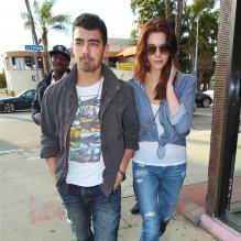 Ashley Greene et Joe Jonas à Los Angeles le  24 février 2011.