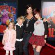Marcia Gay Harden et ses trois enfants à la première de Wreck-it Ralph (Les Mondes de Ralph) le 29 octobre 2012 à Los Angeles.