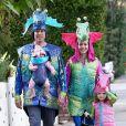 Alyson Hannigan et sa famille déguisés en hyppocampes pour Halloween.