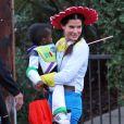 Sandra Bullock et son fils déguisés pour Halloween 2012.