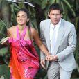 Lionel Messi et sa compagne Antonella Roccuzzo, ici au mariage d'Andres Iniesta en juillet 2012, sont parents d'un petit Thiago, a annoncé vendredi 2 novembre 2012 le footballeur du FC Barcelone.