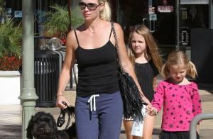 Jennie Garth, sortie avec ses filles et son chien, mais à nouveau célibataire ?