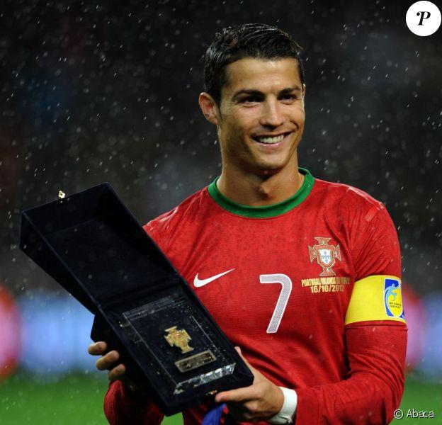 Cristiano Ronaldo fête sa centième avec le Portugal le 16 octobre 2012 à Porto