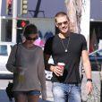 Exclusif - Chad Michael Murray et sa petite amie Kenzie Dalton se promènent à Studio City, le 6 novembre 2012.