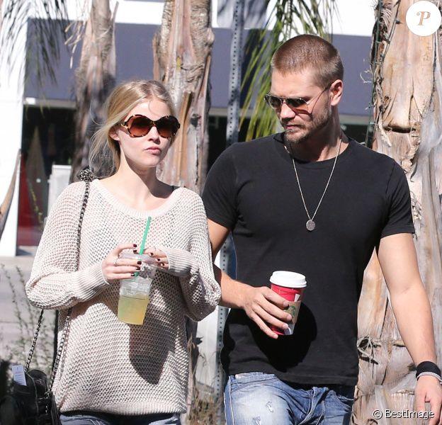 Exclusif - Le beau Chad Michael Murray et sa petite amie Kenzie Dalton se promènent à Studio City, le 6 novembre 2012.