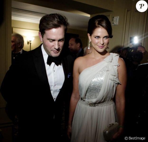 La princesse Madeleine de Suède et son fiancé Christopher O'Neill le 7 novembre 2012 au Yale Club de New York pour la soirée de gala du Raoul Wallenberg Civic Courage Award. Leur première apparition publique officielle depuis leurs fiançailles, et la première mission du futur prince.