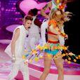 Justin Bieber, émerveillée par le costume de Dorothea Barth Jorgensen lors du défilé Victoria's Secret. New York, le 7 novembre 2012.