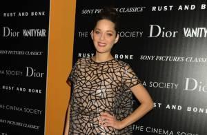 Marion Cotillard : Elle tisse sa toile à New York dans une audacieuse robe Dior