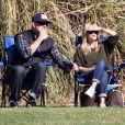 Reese Witherspoon, son mari Jim Toth et son ex-mari Ryan Phillippe assistent au match de football de leur fils Deacon à Brentwood, Los Angeles, le 10 Novembre 2012.