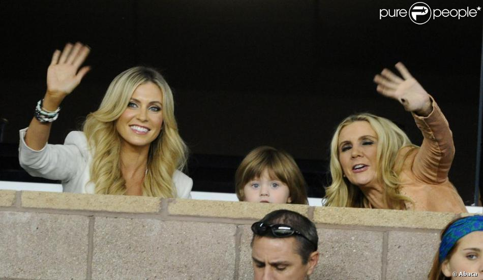 Claudine Keane et son adorable fils Robert Keane Jr. lors du match entre le Los Angeles Galaxy et les Seattle Sounders au Home Depot Center de Los Angeles le 11 novembre 2012