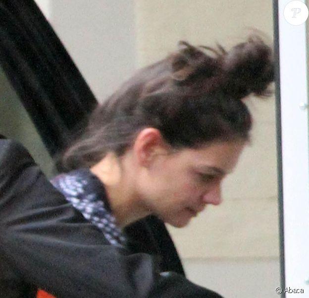 Katie Holmes et son chignon se rendent dans une école à Manhattan, le 13 novembre 2012.