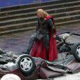 Chris Hemsworth vient d'écraser une voiture sur le tournage du dernier film Marvel,  Thor : The Dark World,  le 16 novembre 2012.