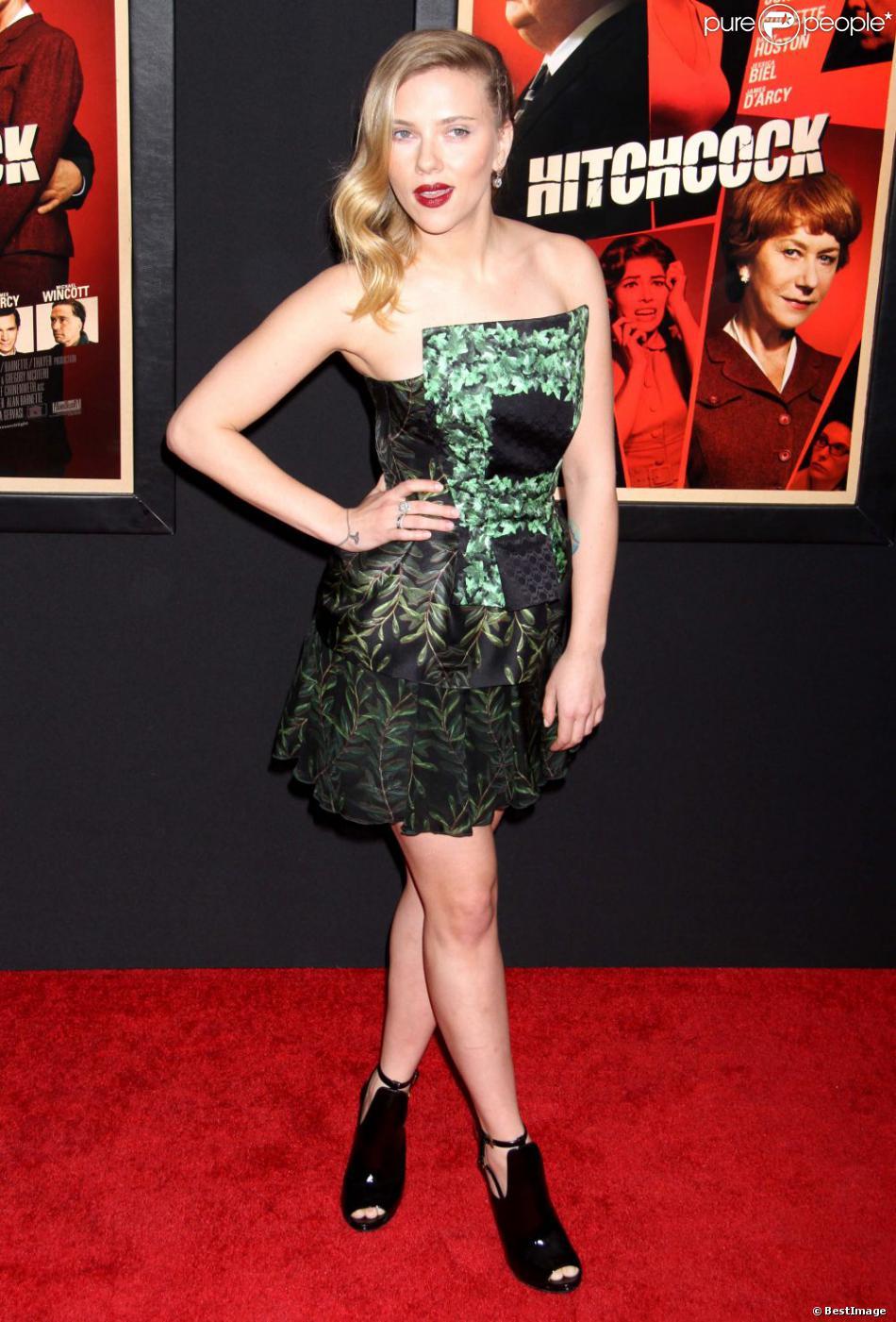 Scarlett Johansson, électrique à souhait lors de la première du film  Hitchcock  à New York, le 18 novembre 2012.