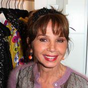 Victoria Abril : une fan de mode festive en plein Paris avec Linda Hardy