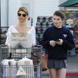 Lori Loughlin et sa fille Isabella à la sortie d'un supermarché le 7 novembre 2012 à Los Angeles