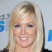 Jennie Garth très décolletée et très cuir avec ses filles au bal de Kiis FM