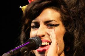 VIDEO : Amy Winehouse boxe un fan pendant son concert !
