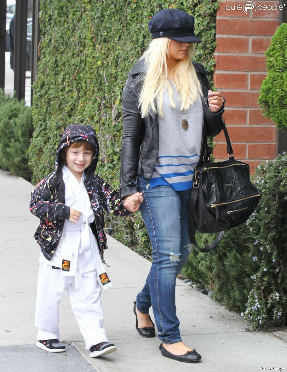 Christina Aguilera, son compagnon Matthew Rutler et son fils Max Bratman, en tenue de karaté, sont allés déjeuner au restaurant Houston à Santa Monica, le 8 décembre 2012.