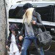 """""""Christina Aguilera, son compagnon Matthew Rutler et son fils Max Bratman, en tenue de karaté, sont allés déjeuner au restaurant Houston à Santa Monica, le 8 décembre 2012."""""""