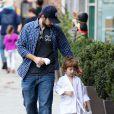 """""""Jordan Bratman va chercher son fils max a son cours de karaté à Los Angeles le 1er décembre 2012."""""""