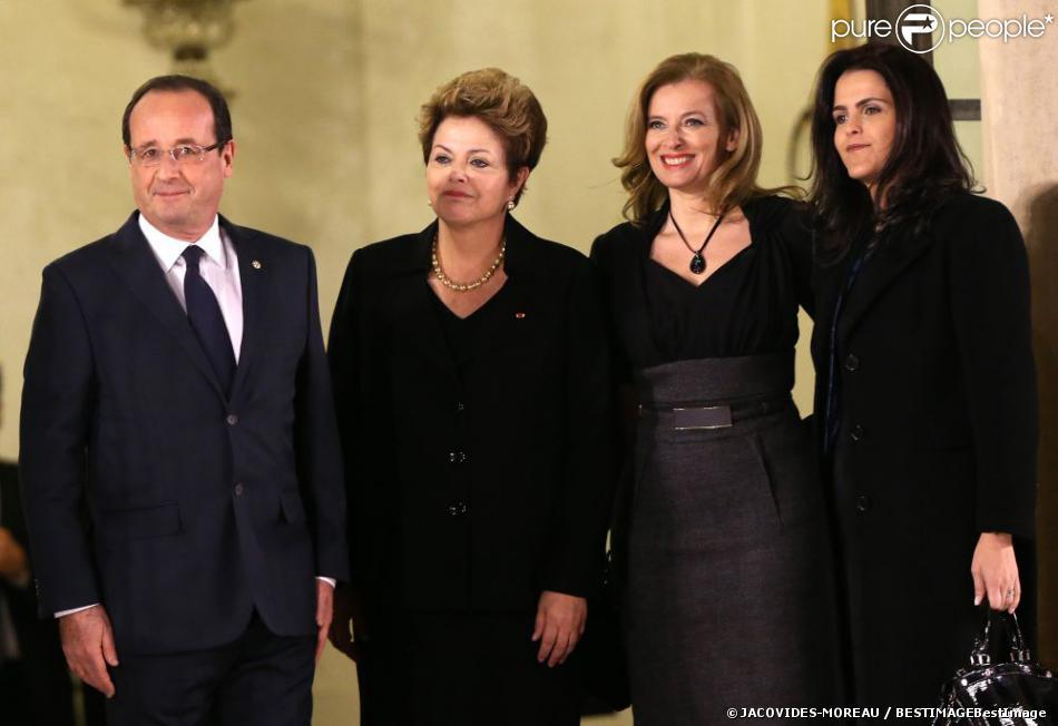 Valérie Trierweiler, François Hollande, la présidente du Brésil Dilma Rousseff et sa fille Paula Araujo lors d'un dîner d'Etat à l'Elysée, le 11 Decembre 2012.