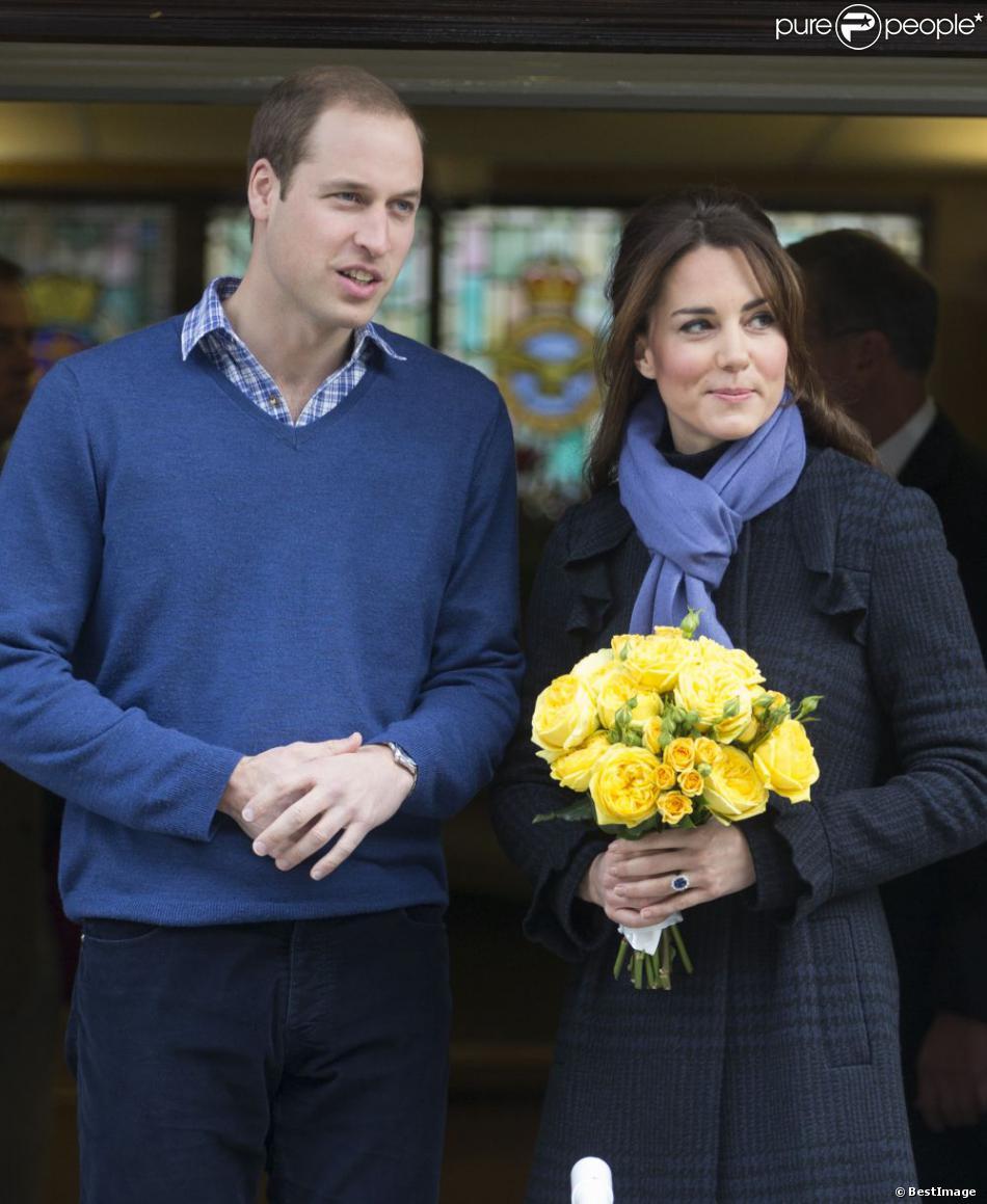 Kate Middleton et le prince William quittent l'hôpital King Edward VII à Londres le 6 décembre 2012. Kate a été hospitalisée trois jours pour de fortes nausées.