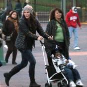 Sandra Bullock et son petit Louis à la découverte de Disneyland