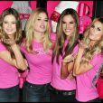 Marisa Miller prend la pose aux côtés des autres égéries Victoria's Secret Behati Prinsloo, Doytzen Kroes et Alessandra Ambrosio en novembre 2009 à New York