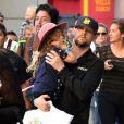 Joel Madden porte sa fille Harlow, quatre ans, au cours d'une visite du Nokia Theater. Los Angeles, le 23 novembre 2012.