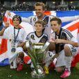 David Beckham et ses trois fils, Romeo, Cruz et Brooklyn, célèbrent la victoire des Los Angeles Galaxy sur la pelouse du Home Depot Center. Carson, le 1er décembre 2012.