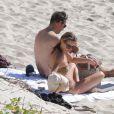 Kate Moss et Jamie Hince se détendent en amoureux sur une plage à Saint-Barthélémy le 19 decembre 2012