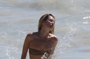 Kate Moss : Sirène à la plage et amoureuse folle de son mari sur le sable chaud