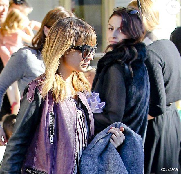 Exclusif - Nicole Richie quitte l'El Rey Theater avec son fils Harlow. Los Angeles, le 19 décembre 2012.