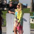 Busy Philipps sur le tournage de Cougar Town sur la plage de Venice Beach à Los Angeles le 21 décembre 2012