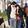 Courteney Cox et Josh Hopkins très complices sur le tournage de Cougar Town sur la plage de Venice Beach à Los Angeles
