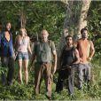 Henry Ian Cusick, Kiele Sanchez (deuxième en partant de la gauche), Naveen Andrews, Rodrigo Santoro, Terry O'Quinn dans la série Lost, saison 3, 2006/2007.